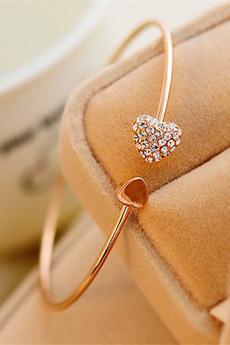 Браслет с сердечком (золотистый) Kokette со скидкой